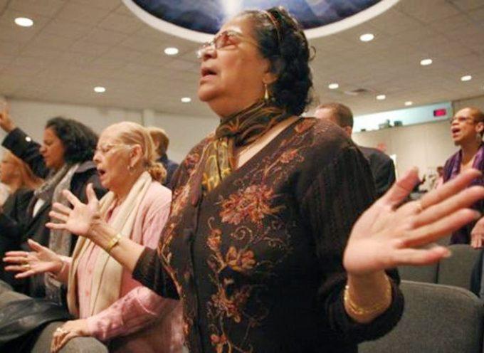 Hispanos abandonan el catolicismo en Estados Unidos