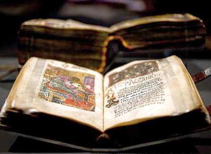 Exhiben Biblia que se salvó del hundimiento del Titanic