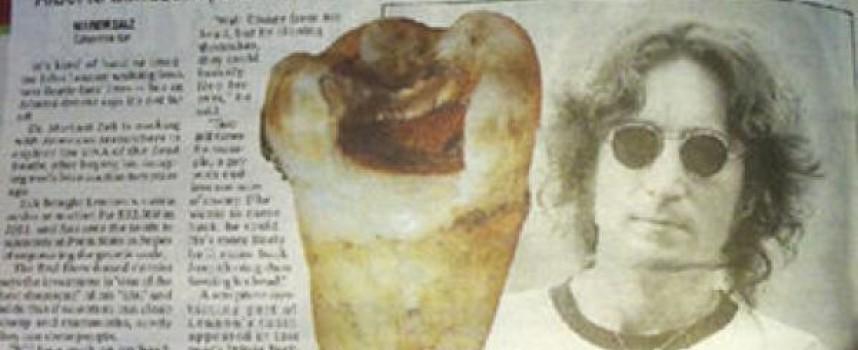 Quiere clonar a John Lennon tras comprar su diente