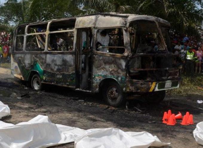 32 niños evangélicos mueren quemados en incendio de autobús