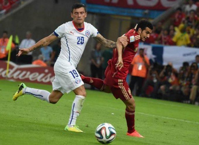 Jugador chileno jugó ante España con la camiseta 20 y el short 19