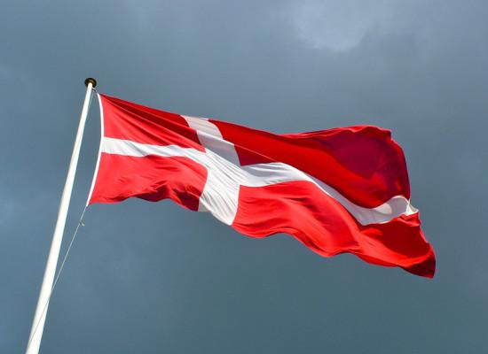 Dinamarca: Iglesias obligadas a celebrar bodas gay