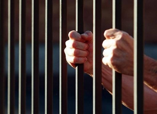 Preso intenta escapar de prisión vestido como pastor