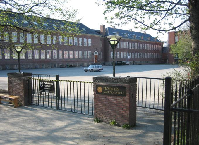 Juez autoriza distribuir materiales ateos en las escuelas