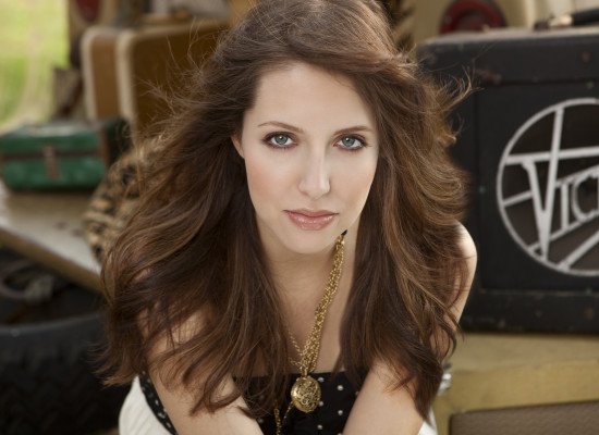 "Segundo single de Francesca Battistelli, ""He knows my name"", exito en radio"