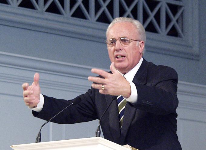 """Las iglesias que apoyan el matrimonio homosexual pertenecen a satanas"", dice John MacArthur"