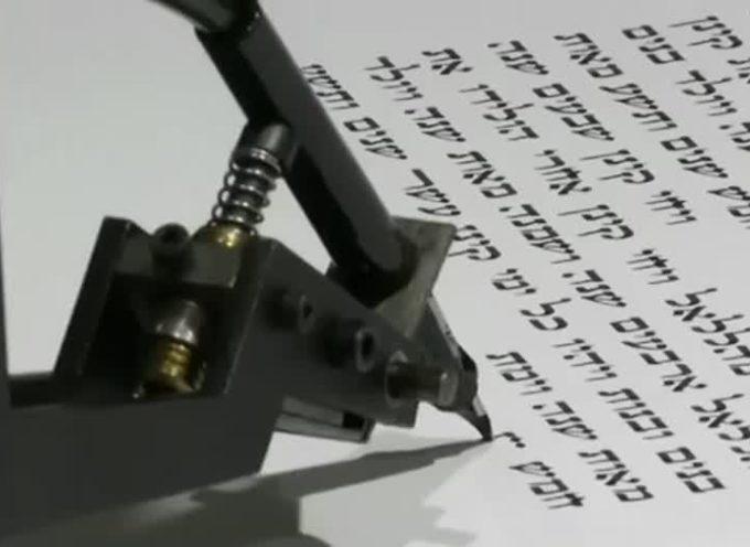 Robot-escriba acaba la Torá 4 veces más rápido que un sofer