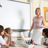 Ateos demandan escuela en Washington por invitar a pastor cristiano