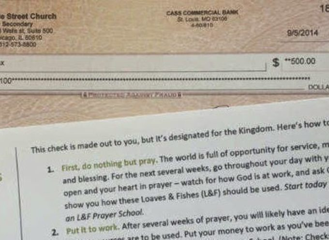 Iglesia reparte 500 dólares a sus miembros para que hagan una buena obra