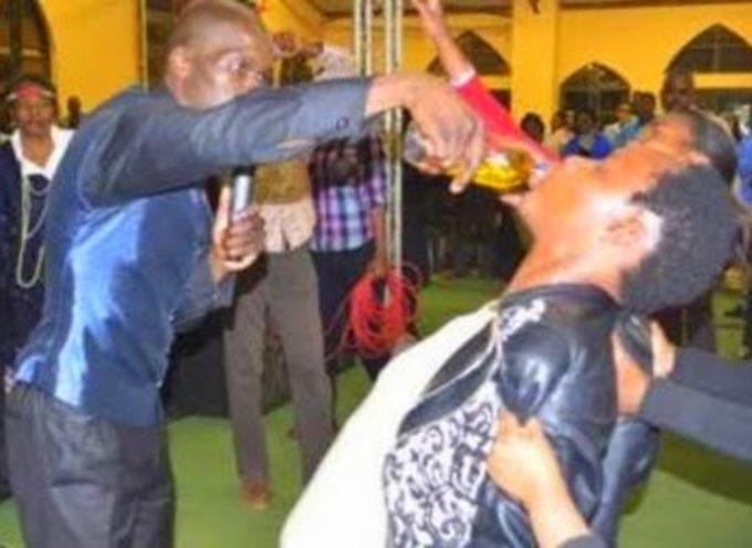 """Pastor carismático hace beber """"gasolina ungida"""" a miembros de su iglesia"""