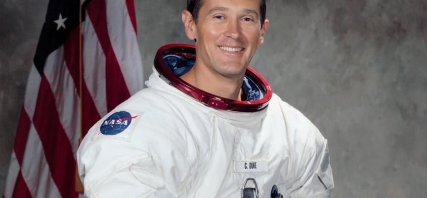 """""""Viaje a la Luna me hizo creer más en Dios"""", dice astronauta del Apolo 16"""