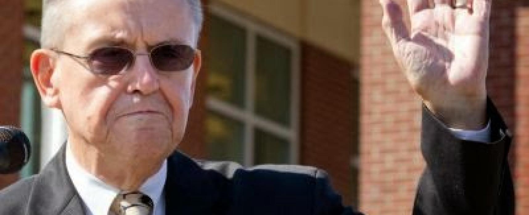 Juez cristiano renuncia a su cargo rehusándose a casar homosexuales