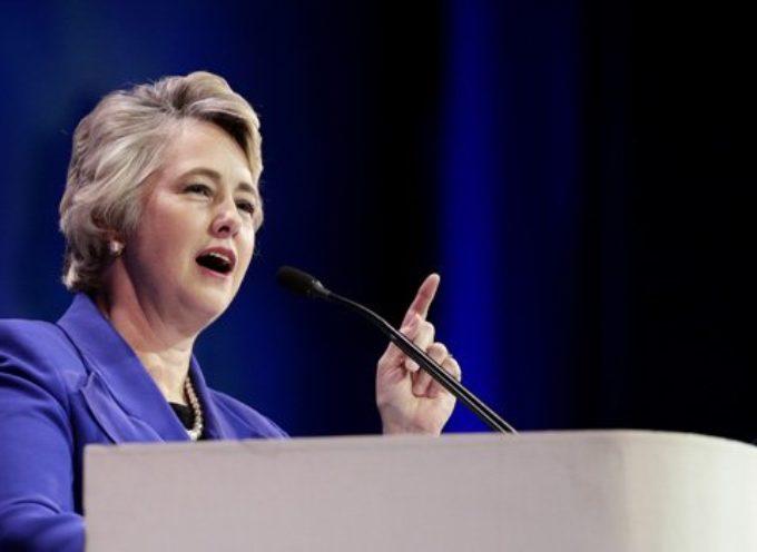 Alcaldesa de Houston retira las citaciones judiciales a pastores