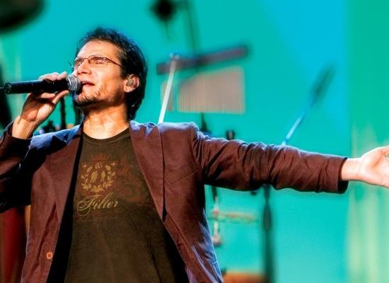 """Jesús Adrián Romero lanza su álbum """"Epicentro Live"""" y sencillo """"Indomable"""""""