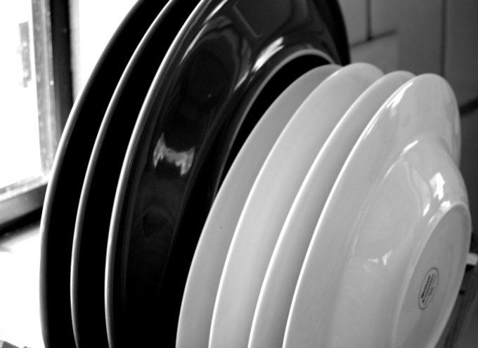 Insolito: Inventan platos comestibles para no tener que lavarlos