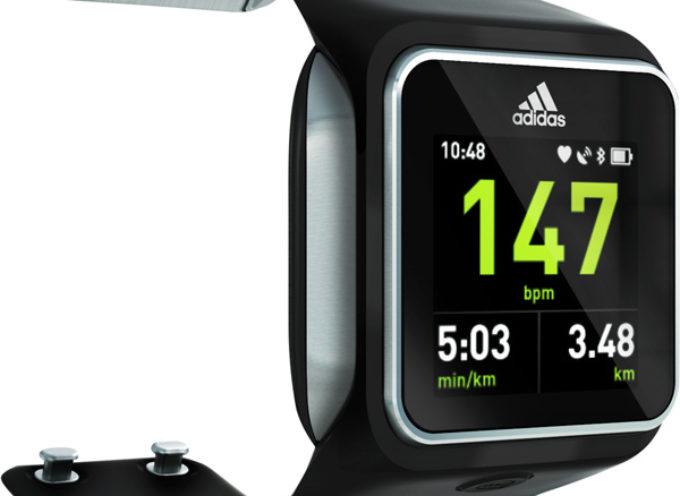 Adidas ya vende en la Argentina su reloj inteligente