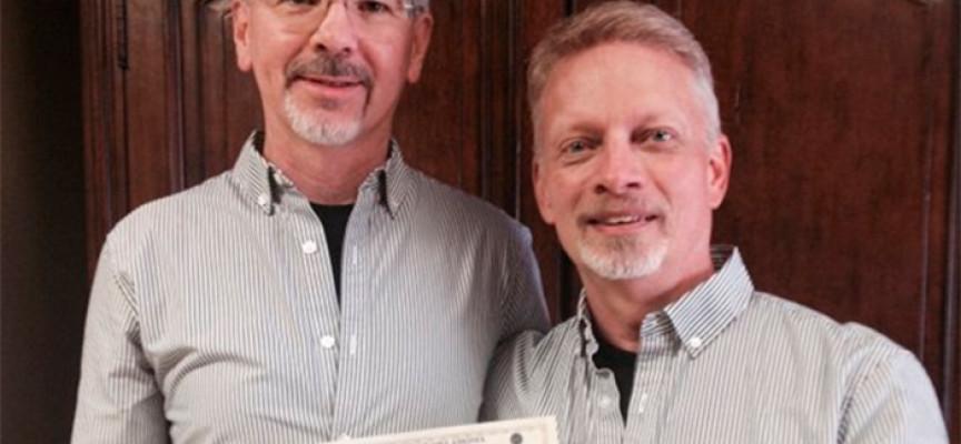 """Pastor que se dedicaba a """"Curar Homosexuales"""" se casó con otro hombre"""
