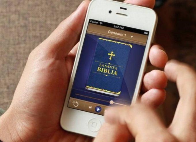 Insolito: Un ateo gana $100.000 dólares al año vendiendo Biblias