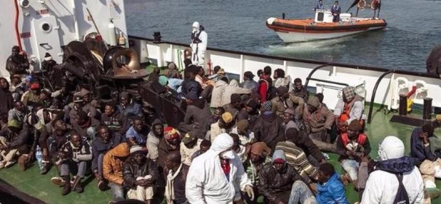 Inmigrantes musulmanes lanzan por la borda a 12 pasajeros cristianos