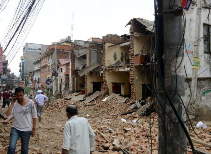 """""""En la Tierra está sucediendo algo colosal"""", dice científico tras terremoto en Nepal"""