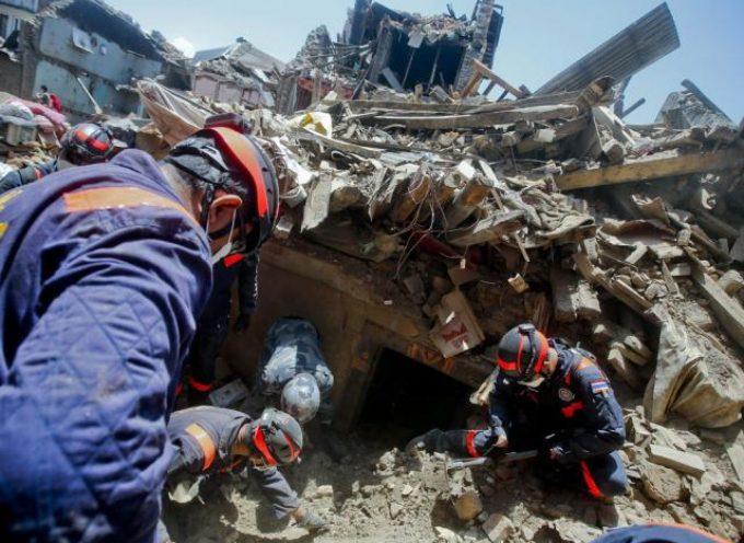 Testimonios salen a la luz tras el rescate de víctimas en Nepal