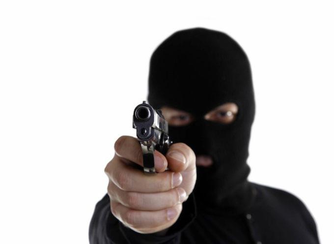 Ladrón devuelve pertenencias a su víctima por una oración