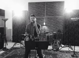 """Te Respiro"", canta Alex Campos en su corte musical con ""Derroche de Amor"""