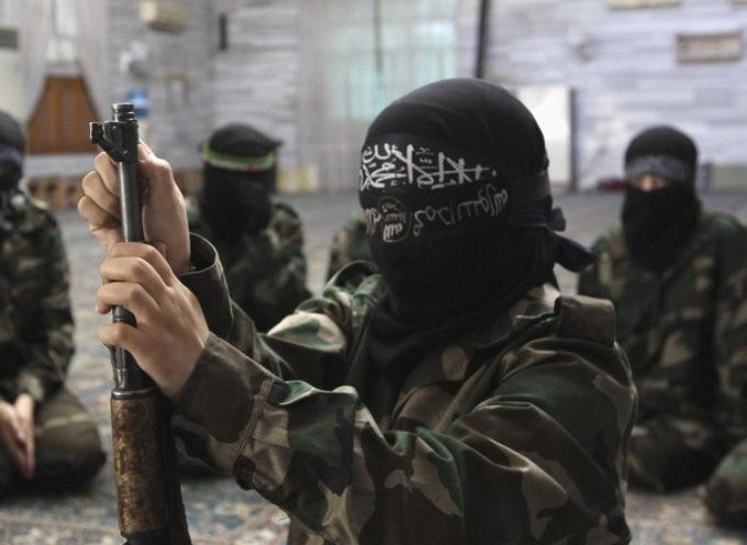 Daesh crucifica a dos niños por no ayunar durante el Ramadán