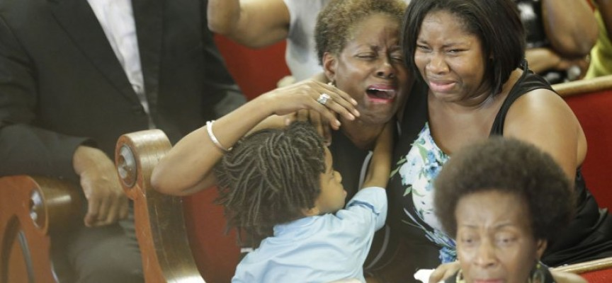 'El corazón roto, pero Dios nos ha sostenido', el sermón en Charleston