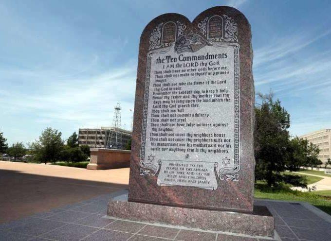 EE.UU.:Tribunal ordena quitar monumento de los 10 mandamientos
