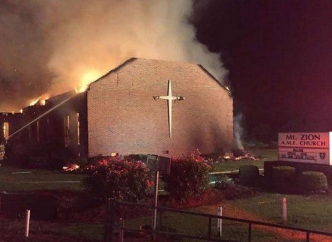 Incendian otra otra iglesia evangélica en Carolina del Sur