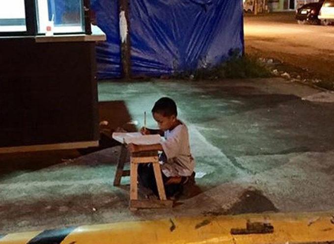 Foto viral cambia la vida de un niño de la calle