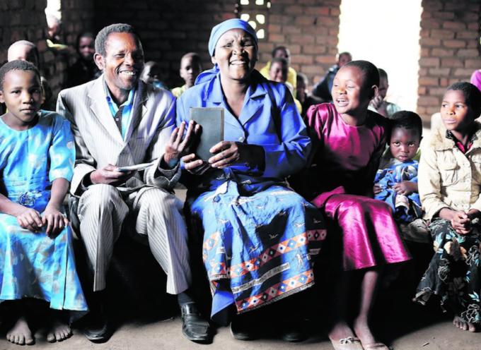 En Malawi se deleitan con su primer Nuevo Testamento en el idioma elhomwe