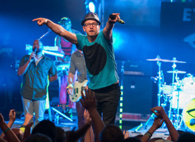 "TobyMac presenta  nuevo video clip ""Feel It"""