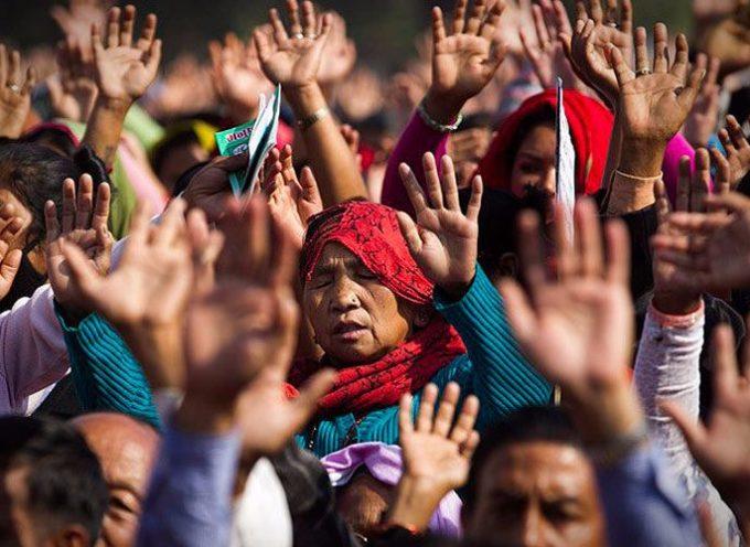 Extremistas hindúes amenazan a cristianos para que abandonen Nepal