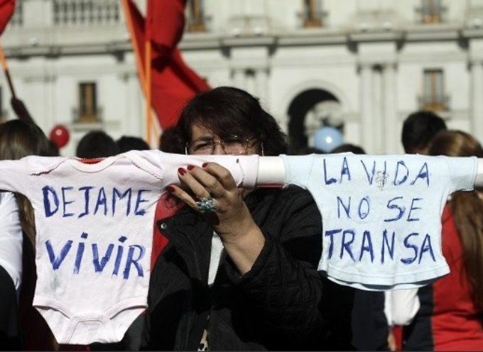 Marcha contra el aborto convoca a más de 10 mil personas en Chile