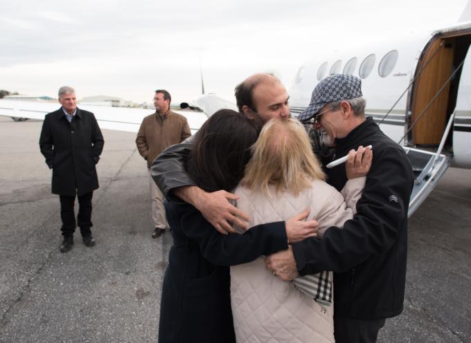 Pastor Saeed Abedini es recibido por su familia y Franklin Graham en EEUU