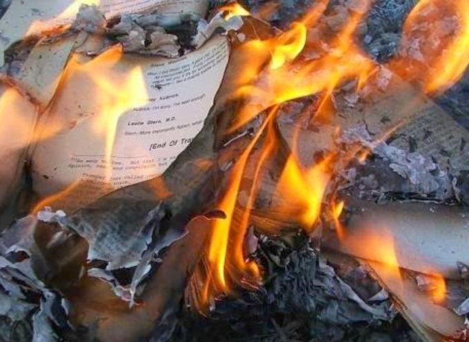 Estado Islámico quema cientos de libros cristianos en Mosul
