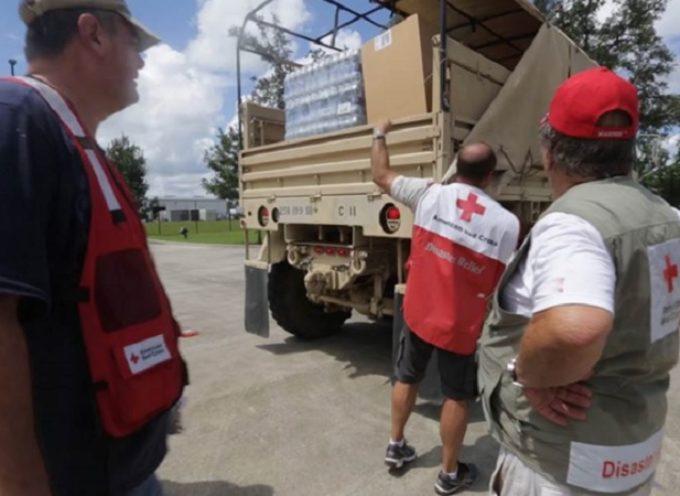 Cruz Roja prohíbe orar y leer la Biblia en los refugios en Louisiana
