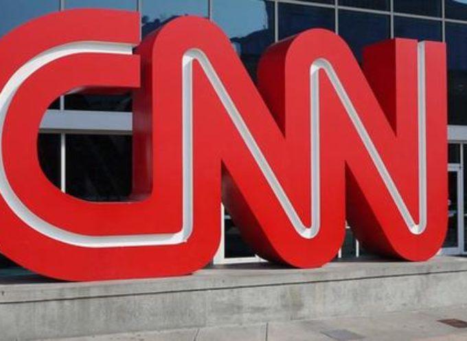 """CNN despide a cristiano por pedir a sus colegas que """"No usen el nombre de Dios en vano"""""""
