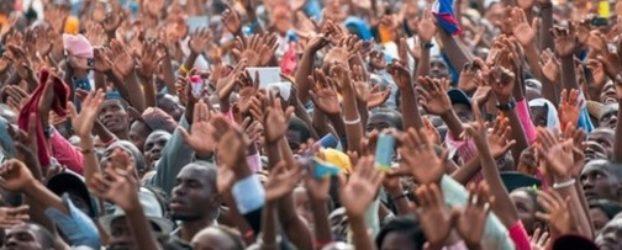 Insólito: Obispo evangélico llama a la iglesia a adorar a la virgen para ser salvos