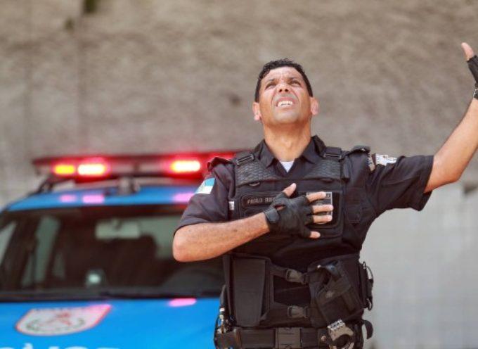 """Policía se viraliza en Internet al alabar a Dios : """"La inspiración viene de Dios"""""""