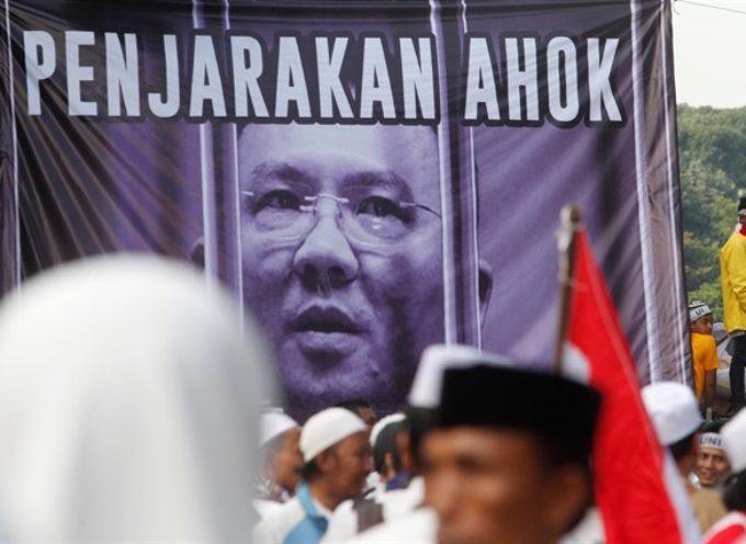 Franklin Graham Insta a todo el pueblo cristiano a orar por el gobernador de Yakarta sometido a juicio