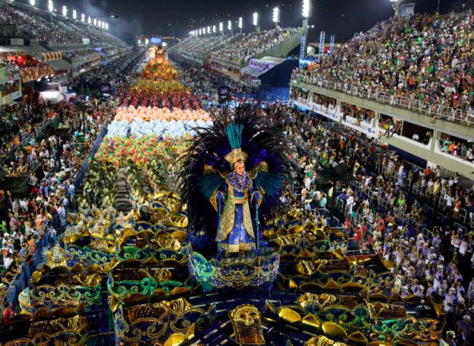 """Brasil. Opiniones divididas por """" El Carnaval y el Evangelio"""""""