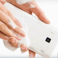 Lanzan un smartphone que se lava con agua y jabón