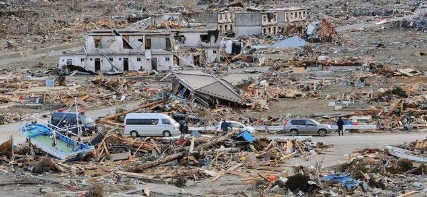 """Musulmán arrastrado por un tsunami tiene un encuentro con Cristo """"Sus manos manchadas de sangre me salvaron""""."""