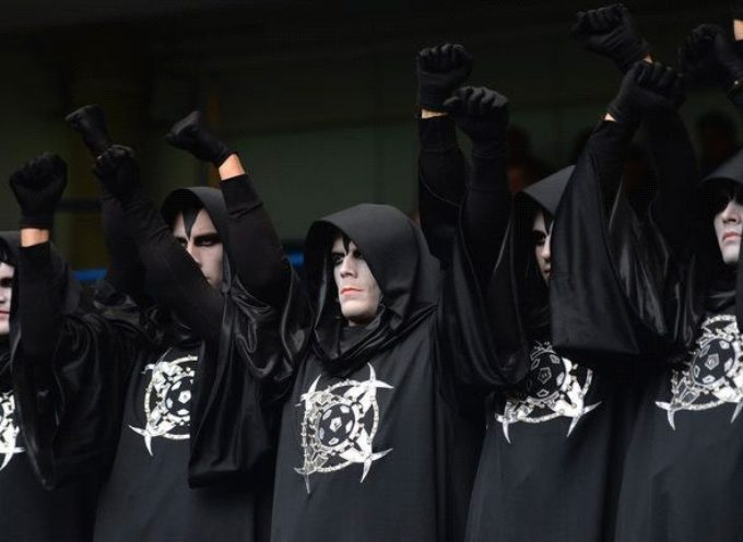 Satanistas queman Biblias e invocan demonios en universidad de EE.UU