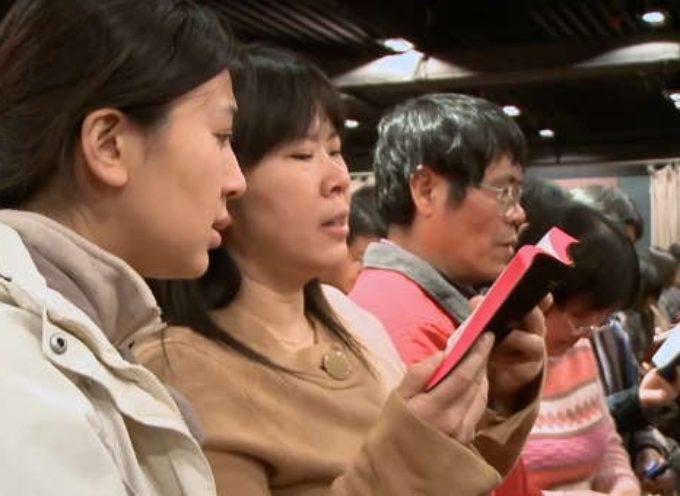 Arrestan a pastor por cantar 'Jesús te ama' en China