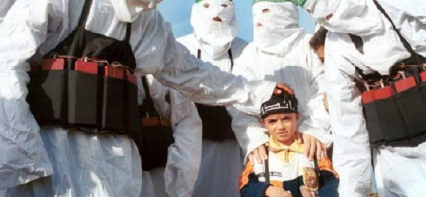 Niños soldados revelan como yihadistas los maltratan para ser terroristas suicidas