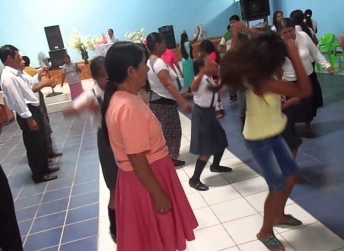 Pastor afirma que danzar, saltar y dar giros no son manifestaciones del Espíritu Santo